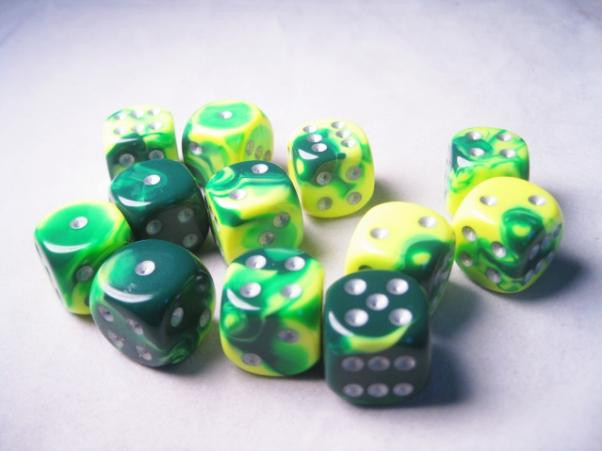 Chessex (26654): D6: 16mm: Gemini #6: Green-Yellow/Silver